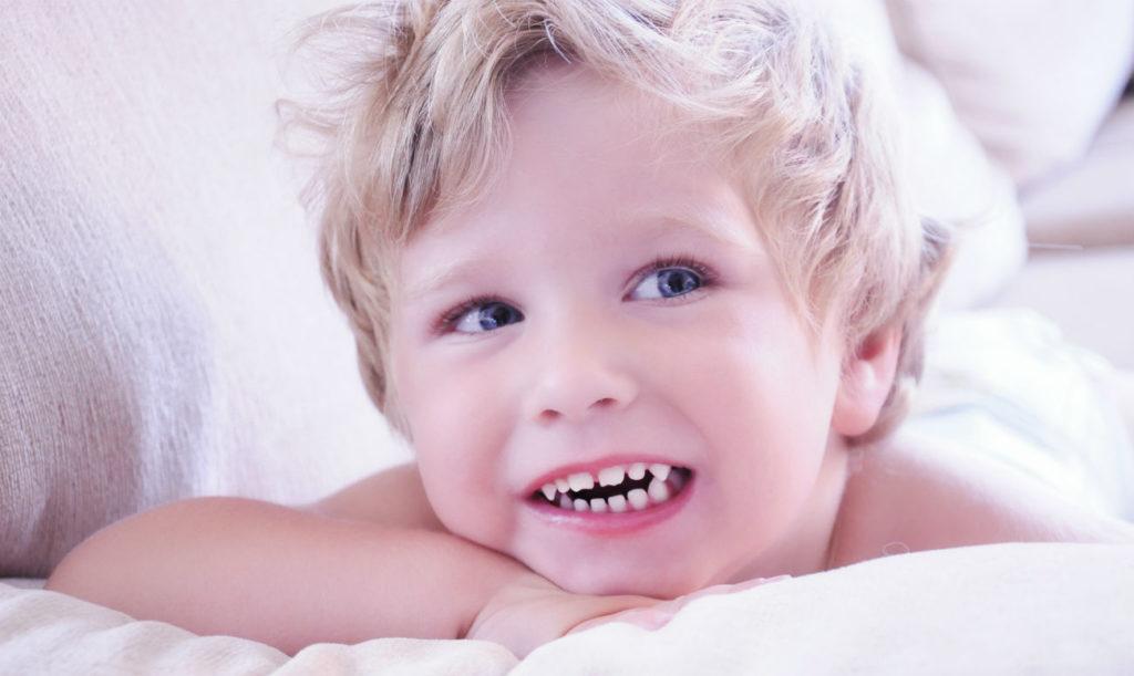 Почему ребенок во сне скрипит зубами и что с этим делать