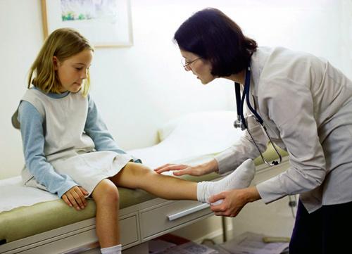 Почему болят колени у подростков