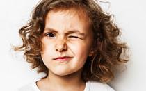 Причины нервных тиков у детей, симптомы и лечение