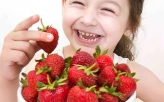 Аллергия на клубнику у ребенка: как лечить, причины и главный аллерген, проявления у детей