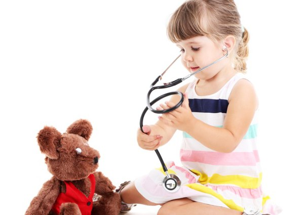 девочка с фонендоскопом