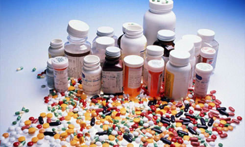 много баночек и таблеток