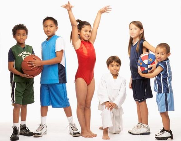 дети занимаются спортом