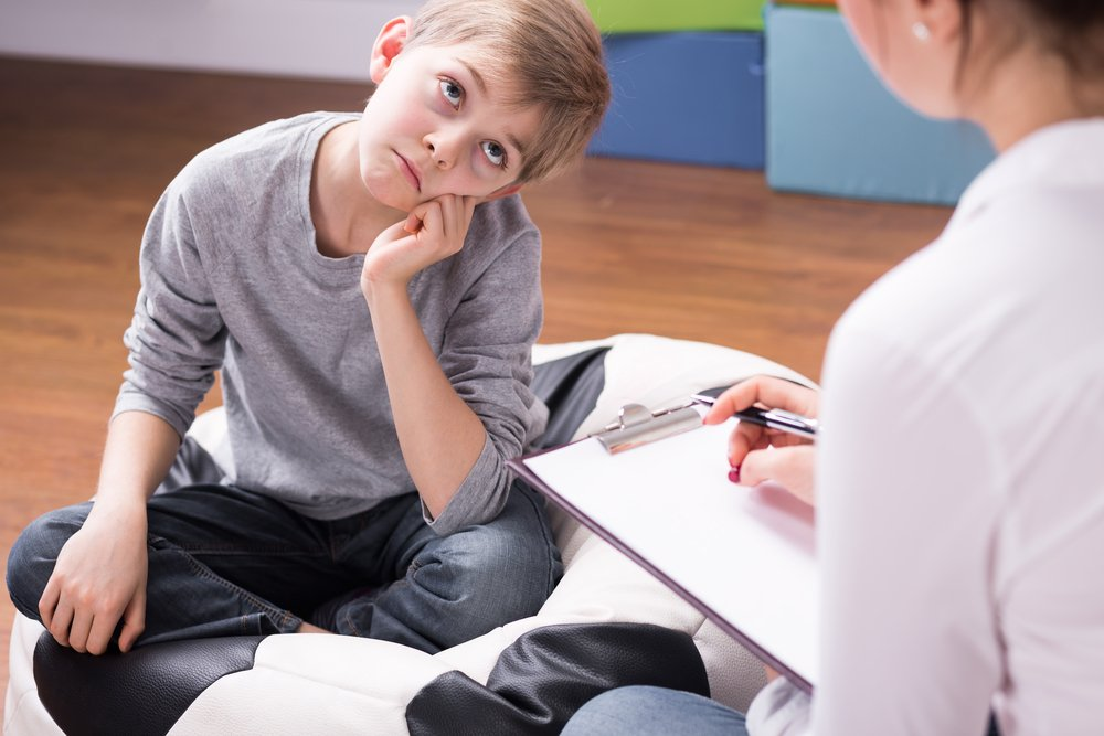 мальчик на приеме психотерапевта