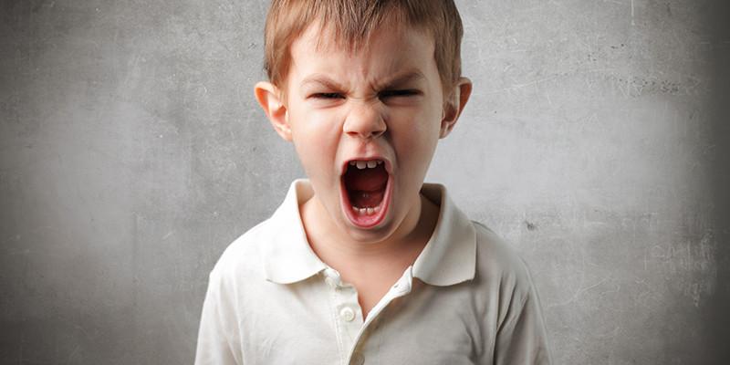 мальчик с открытым ртом