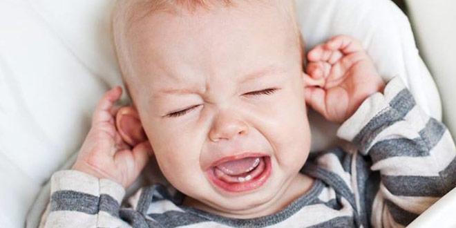 у малыша болят ушки