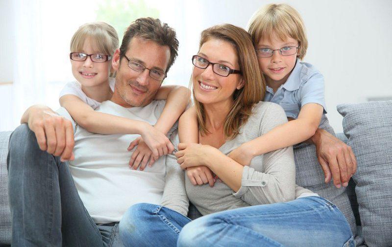 семья в очках