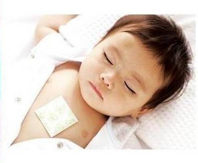 ребенку на грудь наклеен пластырь от кашля