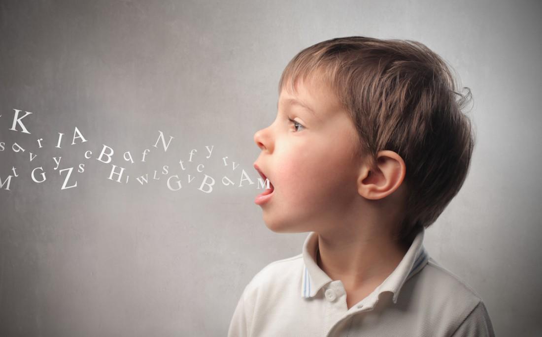 ребенок говорит буквы
