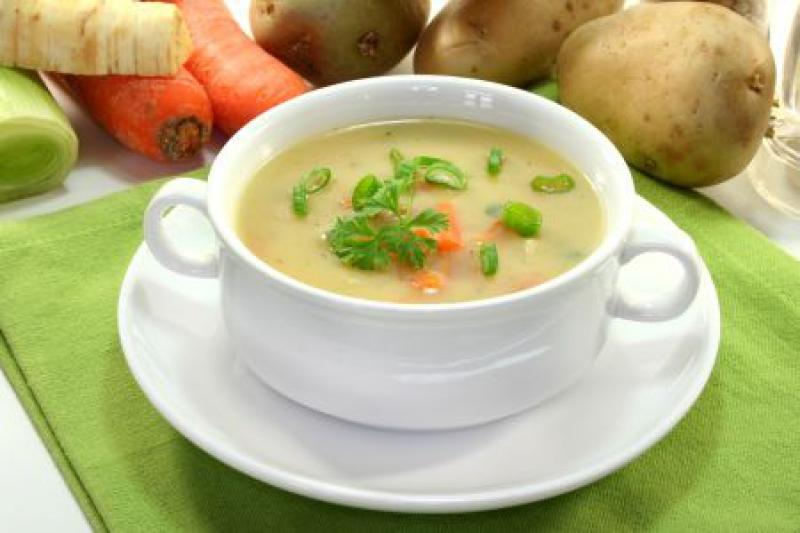 пиала крем-супа на доске