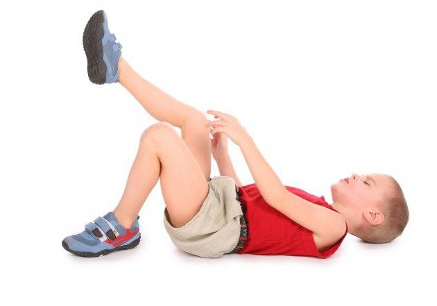 ребенок лежит у него сустав болит