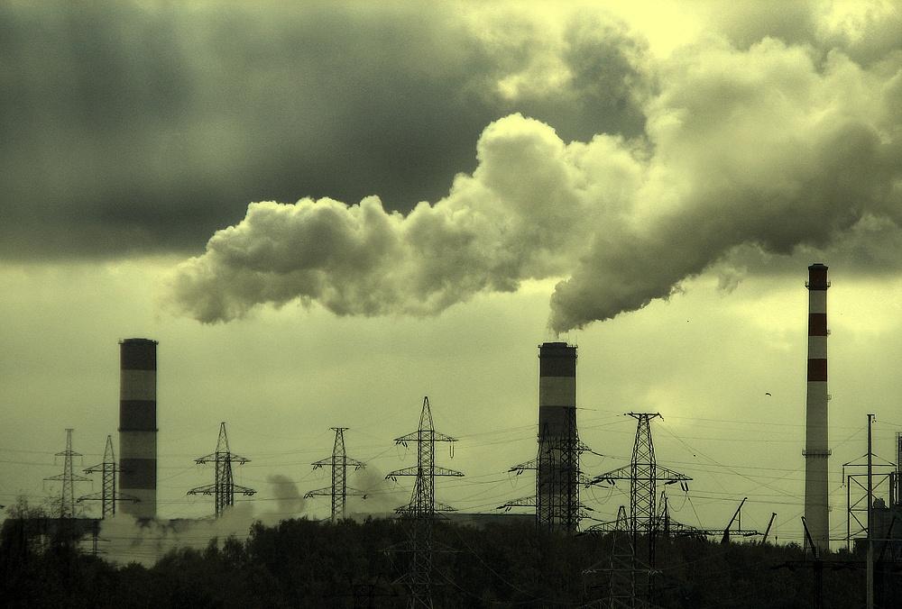 Высоковольтные мачты; трубы тэц, грес дымят; загрязнение атмосферы. Неблагоприятная экологическая обстановка