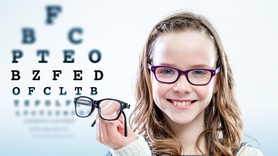 девочка с очками в очках