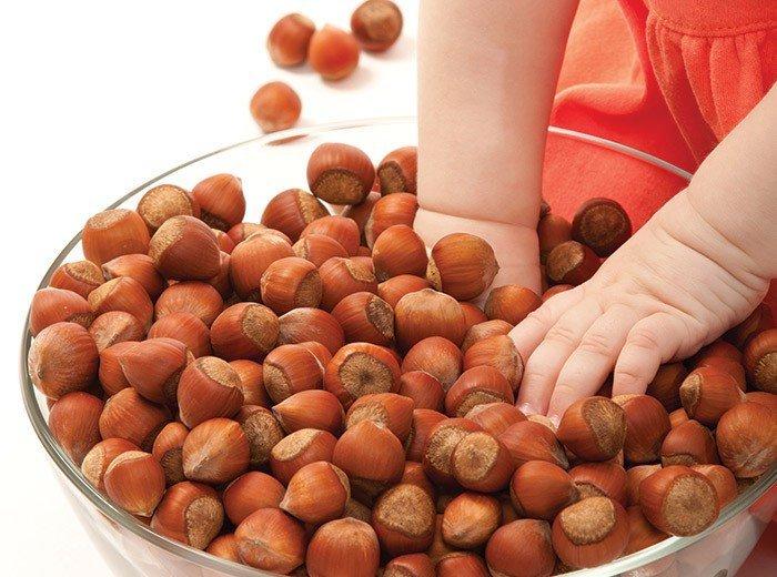 В каком возрасте обычно возникает аллергия на орехи и как проявляется у детей