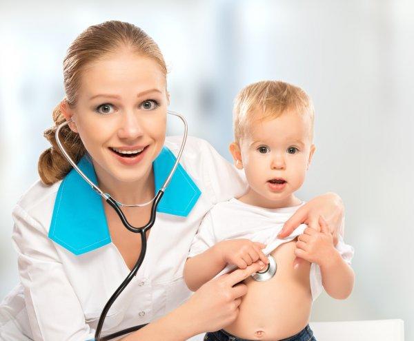 Ребенок и врач, анальная трещина